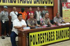 Kenakan Baju Tahanan, Mahasiswa Penghina Iriana Jokowi Tiba di Bandung