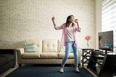 Suara seperti Kucing, Seorang Wanita Dilarang Nyanyi di Apartemennya