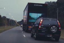 Teknik Menyalip Truk di Tol Buat Mobil Kompak