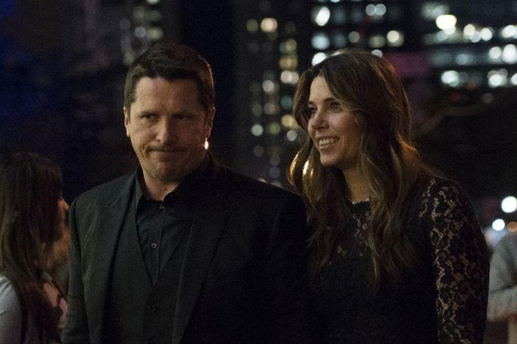 Aktor Christian Bale (kiri) dan istrinya, Sibi Blazic, menghadiri pemutaran perdana film Hostiles di Toronto International Film Festival di Toronto, Kanada, Senin (11/9/2017).