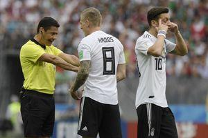 Perilaku Mesut Oezil Buat Legenda Jerman Berang