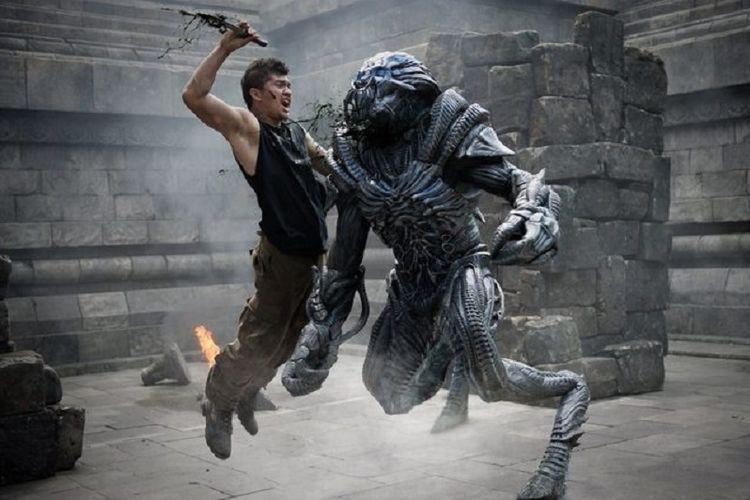 Artis peran Indonesia Iko Uwais berperan sebagai Sua dalam film Beyond Skyline.