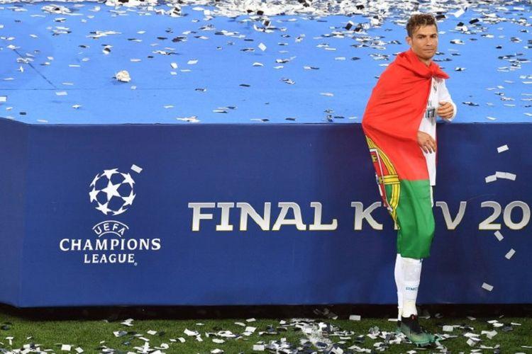 Cristiano Ronaldo merayakan keberhasilan Real Madrid menjuarai Liga Champions setelah menang atas Liverpool pada laga final di Kiev, 26 Mei 2018.