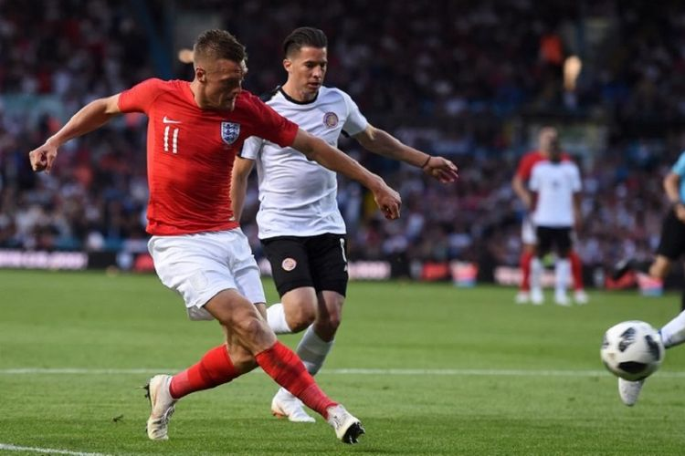 Jamie Vardy melepas tembakan pada laga uji coba antara Inggris dan Kosta Rika di Leeds, 7 Juni 2018.