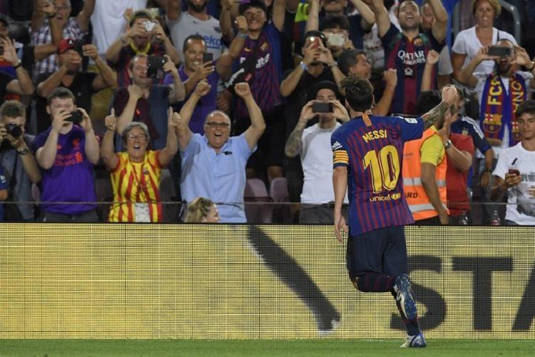 Lionel Messi merayakan gol Barcelona ke gawang Alaves pada pertandingan La Liga Spanyol di Stadion Camp Nou, 18 Agustus 2018.