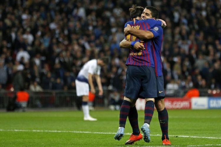 Lionel Messi dan Luis Suarez merayakan gol Barcelona ke gawang Tottenham Hotspur pada pertandingan Liga Champions di Stadion Wembley, 3 Oktober 2018.