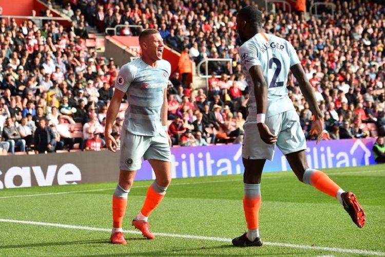 Ross Barkley merayakan gol bersama Antonio Ruediger pada laga Southampton vs Chelsea dalam lanjutan Premier League di Stadion St. Marys, 7 Oktober 2018.