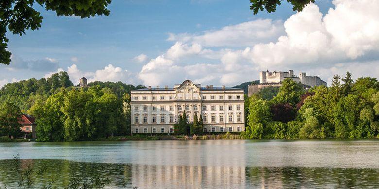 Leopoldskron Palace di Salzburg, Austria. Salzburg memang terkenal sebagai salah satu tujuan wisata populer di Austria.