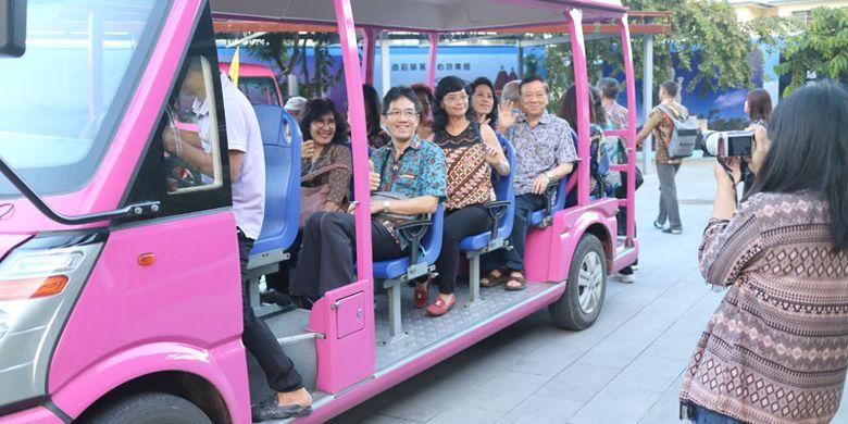 Wisatawan Indonesia di Sanya, Provinsi Hainan, China, Jumat (13/10/2017).