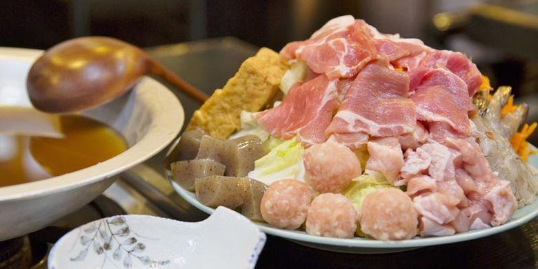 Sup Nabe di Restoran Yanagi-bashi Kadoju, dekat Stasiun Nagoya, Jepang.