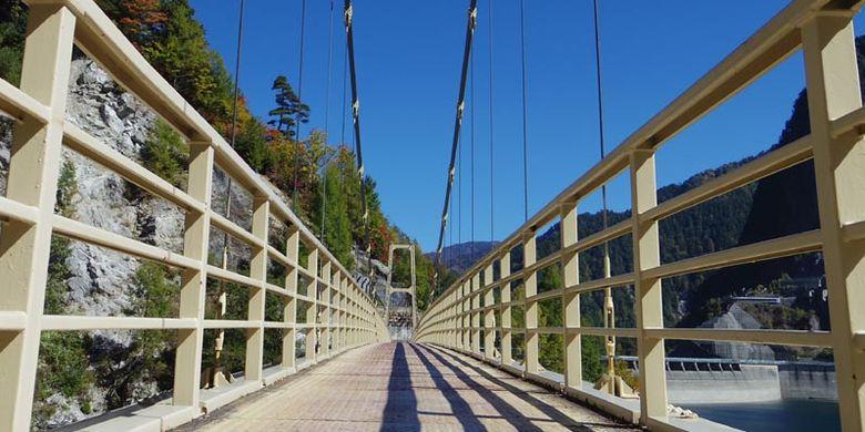 Bendungan terbesar di Jepang adalah Kurobe-damu, dengan tiga spot yang tidak boleh dilewatkan untuk diabadikan. Bendungan Kurobe terletak di wilayah bagian tengah dari utara pegunungan Hida. Tepatnya di antara Prefektur Toyama dan Prefektur Nagano.