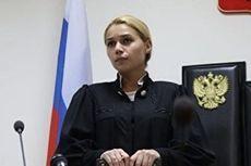 Foto Bugilnya Tersebar, Hakim Ini Terpaksa Pensiun