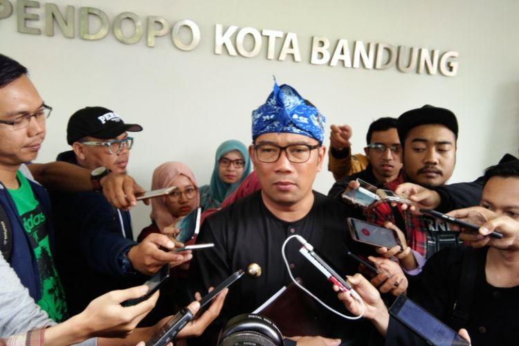Wali Kota Bandung Ridwan Kamil saat diwawancarai media di Pendopo Kota Bandung, Jalan Dalemkaum, Rabu (19/7/2017).