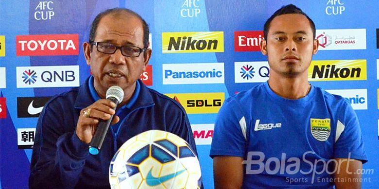 Emral Abus dan kapten Persib, Atep, saat konferensi pers Piala AFC 2015.