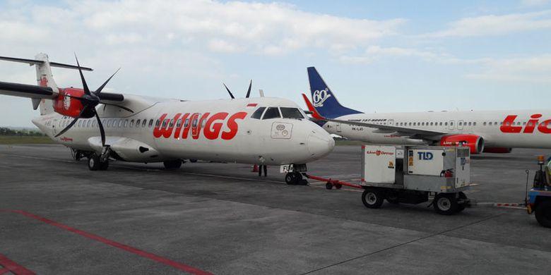 Pesawat Wings Air dan Lion Air di Bandara Internasional Lombok, Praya, Nusa Tenggara Barat, Rabu (30/8/2017).