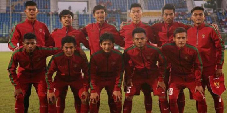 Skuad Timnas U-19 Indonesia menjelang laga perdana penyisihan grup Piala AFF U-18 kontrak Myanmar, Selasa (5/9/2017).
