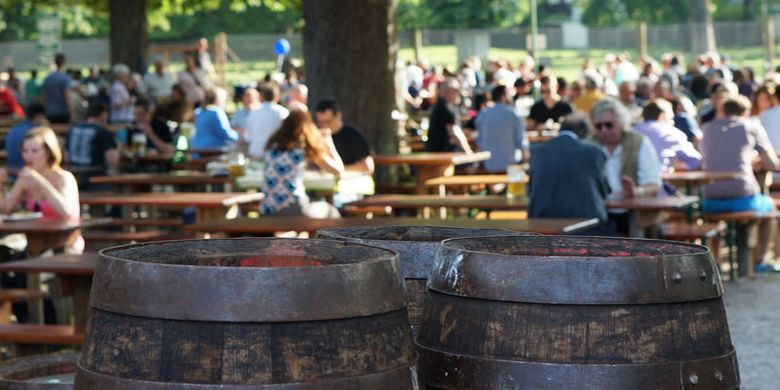 Beer garden di Munich, Jerman.