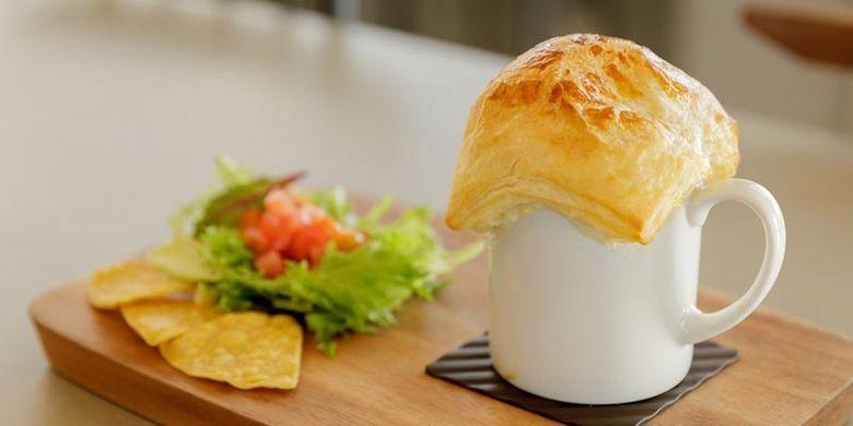 Mengunjungi pegunungan Alpen ala Jepang, kita juga bisa menunggu terjadinya lautan awan dan matahari terbenam sambil duduk santai di SORA Terrace Café.