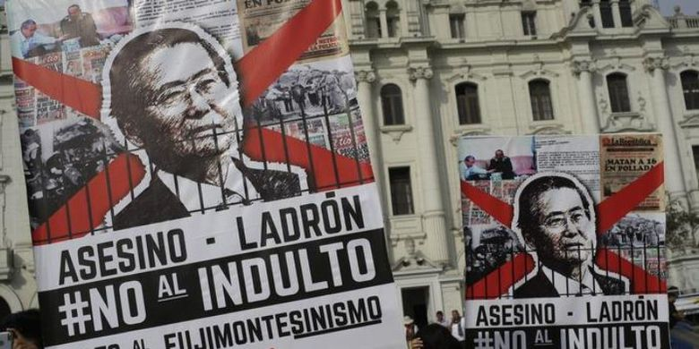 Aksi protes membanjiri kawasan Lima, Peru, setelah diktator Alberto Fujimori mendapatkan pengampunan dari pemerintah. (Deutsche Welle)
