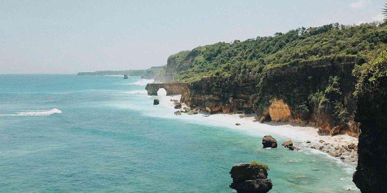 Pantai Bwanna di Kabupaten Sumba Barat Daya, Nusa Tenggara Timur.