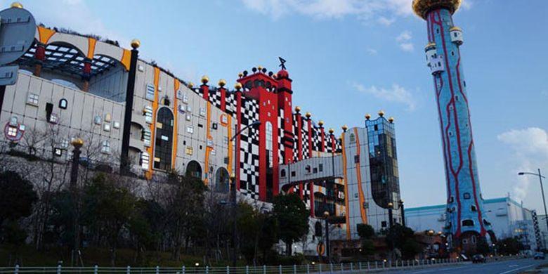Maishima Incineration Plant adalah tempat pengolahan sampah di Osaka, Jepang yang dibangun dengan tema hidup selaras dengan alam. Tempat pengolahan sampah ini juga menjadi obyek wisata di Jepang.