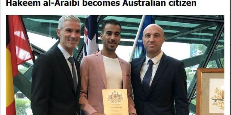 Pesepak bola Bahrain, Hakeem Al Araibi (tengah), mendapatkan status kewarganegaraan Australia pada Selasa, 12 Maret 2019i.