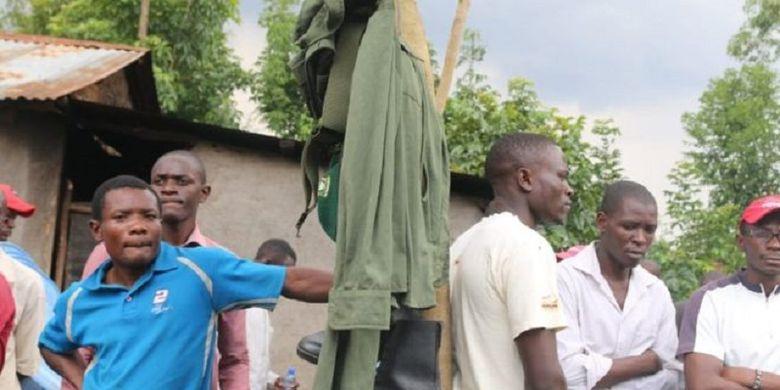 Pejabat Barat Kenya Menggali Sebuah Makam Hanya Untuk MEngambil Seragam