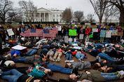 Protes Aturan Senjata, Para Pelajar Berbaring di Depan Gedung Putih