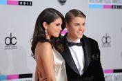 Dukung Justin Bieber, Selena Gomez Kirim Pesan Cinta