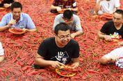 Pedasnya Kompetisi Makan 50 Cabai dalam Waktu 1 Menit di China