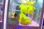 Berniat Ambil Boneka Pikachu, Bocah 3 Tahun Ini Terjebak di Mesin Capit