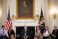 Ketika Trump Mendengarkan Curhat Orangtua Korban Penembakan di Sekolah