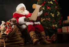 Jelang Natal, Jerman Kekurangan Tenaga Ahli untuk Perankan Sinterklas