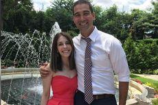 Hindari Stres, Pasangan Ini Bertunangan dan Menikah di Hari yang Sama
