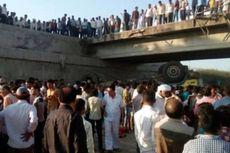 Truk Berisi Rombongan Pengantin Jatuh dari Jembatan, 25 Tewas