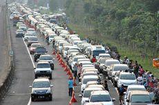 Jalur Puncak Macet Sejak Minggu Pagi, Antrean Kendaraan hingga 3 Km