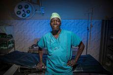 Dokter Ini Gunakan Onderdil Mobil untuk Operasi di Sudan Selatan