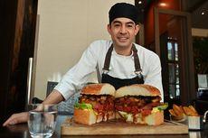 Sambut Kaisar Baru, Restoran Ini Buat Burger Jumbo Sebesar Bola Sepak