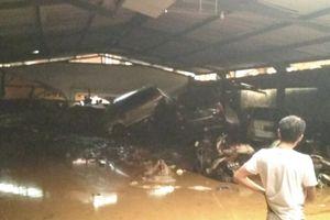 Banjir Bandang Terjang Kota Bandung, 17 Mobil Terseret hingga Menumpuk