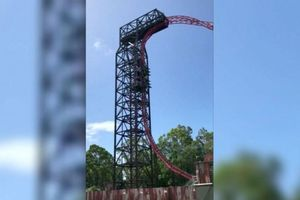 6 Orang Terjebak dalam Posisi Terbalik di Wahana 'Roller Coaster'