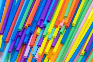 Alasan Inggris Raya Akan Larang Sedotan Plastik dan Korek Kuping