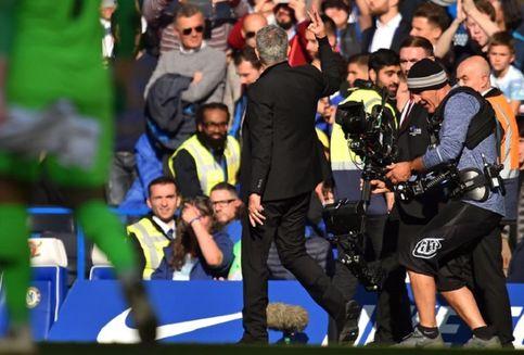 Chelsea Vs Man United, Ketika Asisten Sarri Bikin Mourinho Emosi
