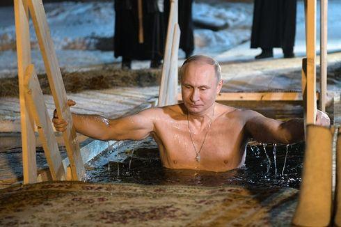 Di Suhu Minus 5 Derajat Celcius, Presiden Putin Ceburkan Diri ke Danau