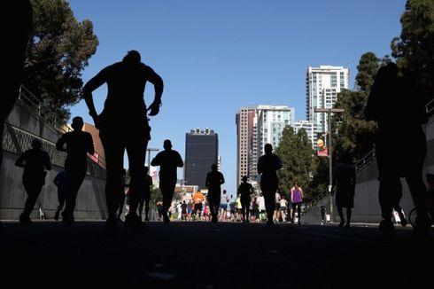 Seorang Perempuan Melepaskan Tembakan Dekat Area Maraton di California