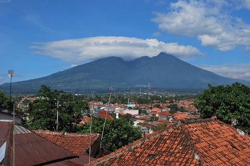 PVMBG: Gunung Salak Tidak Mengalami Erupsi