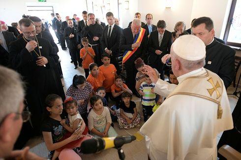 Paus Fransiskus Minta Maaf kepada Komunitas Gipsi di Romania