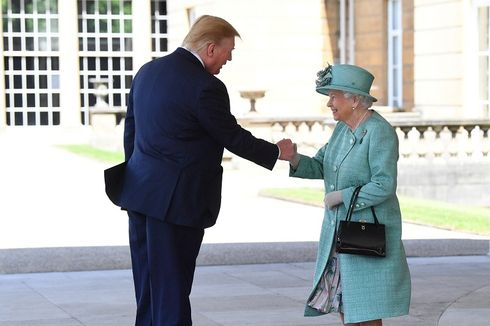 [POPULER INTERNASIONAL] Trump Tidak Membungkuk kepada Ratu | Kisah di Balik Foto