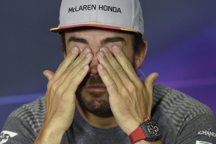 Pebalap McLaren-Honda, Fernando Alonso, menjalani sesi konferensi pers di Circuit de Catalunya, Kamis (11/5/2017) waktu setempat.