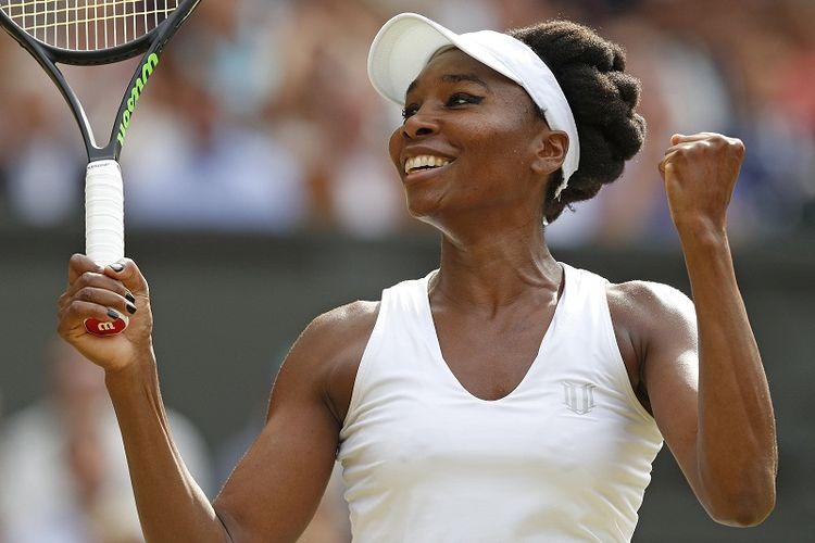 Petenis Amerika Serikat, Venus Williams, meluapkan kegembiraan setelah mengalahkan Johanna Konta (Inggris) pada laga semifinal Wimbledon 2017 di London, Kamis (13/7/2017).