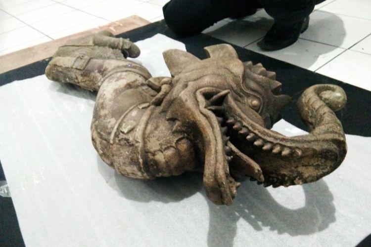 Bagian kepala benda budaya berbentuk kepala gajah berbadan ular yang diterima Museum Sri Baduga Bandung dari seorang warga Kabupaten Bandung.